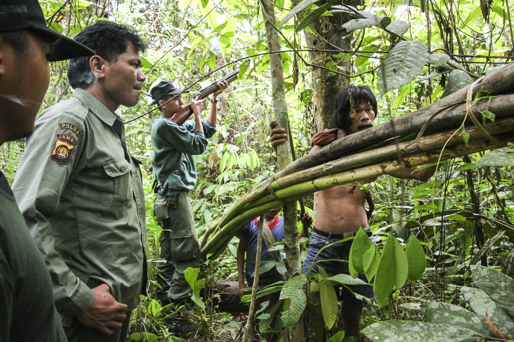 Patrols meet a tribe member and his son collecting rattan in their way across the jungle. Jungle Area of Bukit Duabelas National Park. Jambi province. Sumatra. Indonesia.