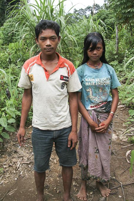 Orang rimba young couple. Jungle Area of Bukit Duabelas National Park. Jambi province. Sumatra. Indonesia.
