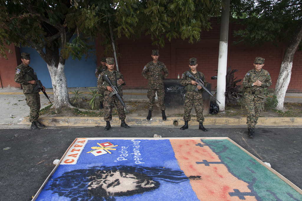 The army has his own parades during Easter at San Salvador.
