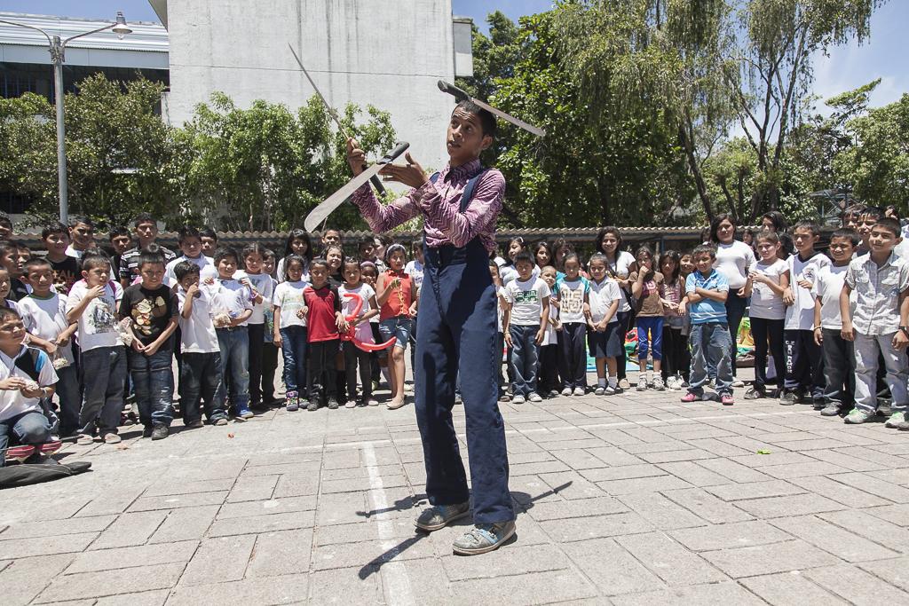 A juggler during a machete´s show in a public school of the suburbs of the capital. San Antonio. San Salvador.