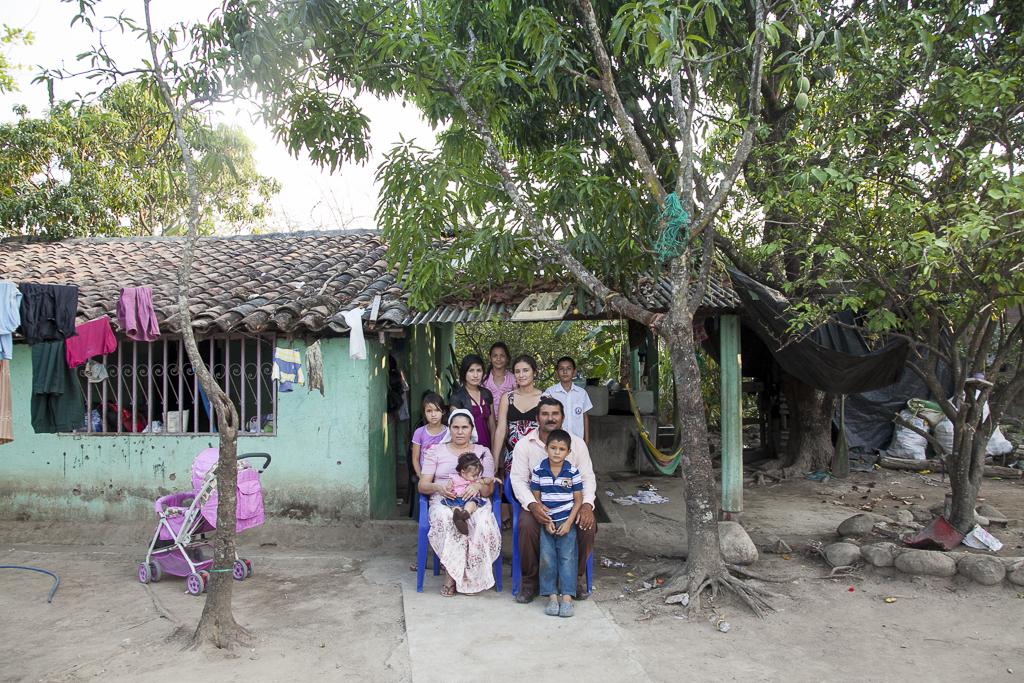 A fisherman´s family in front of his house. La Angostura, Chalatenango, El Slavador