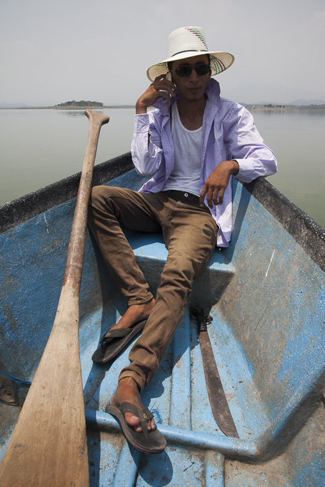 A fisherman in the Cerron Grande reservoir. Cerron Grande wetlands. Chalatenango. El Salvador.